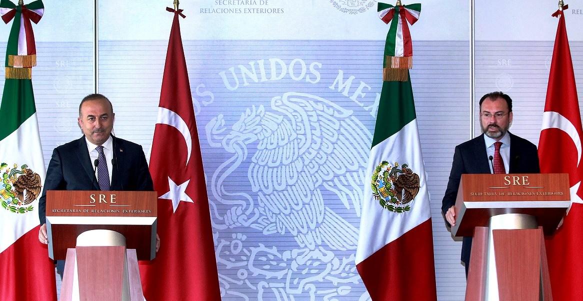 Durante su primera visita oficial a México, el ministro de Asuntos Exteriores de Turquía, Mevlüt Çavusoglu, agradeció a México por apoyar a Turquía en sus esfuerzos por ayudar a pueblos vulnerables