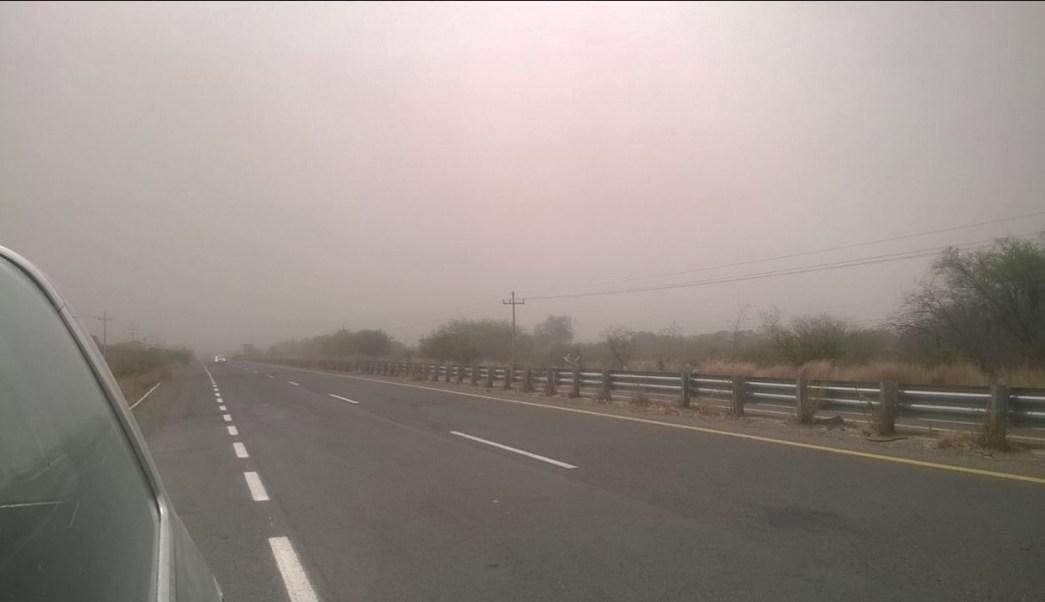Fuerte viento provoca tolvaneras en la autopista Guadalajara-Colima; la vía fue cerrada por la poca visibilidad