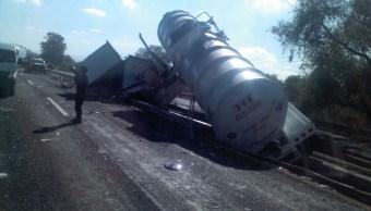 Volcadura de un camión cisterna en Puebla (Noticieros Televisa)
