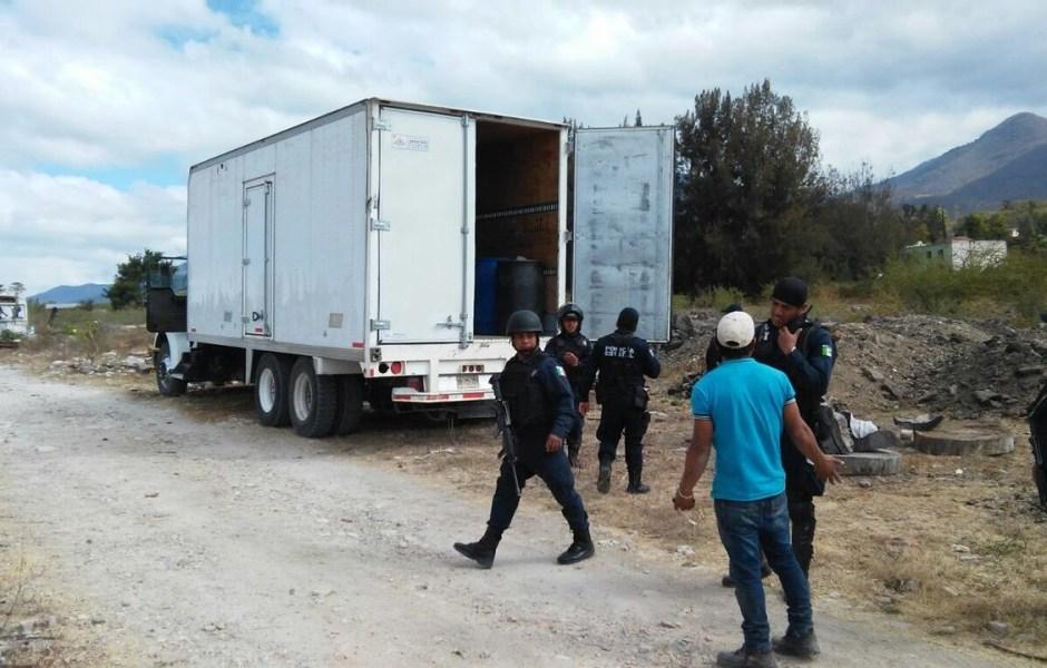 Una llamada alertó a las autoridades sobre la presencia de una camioneta con personas armadas (Noticieros Televisa)