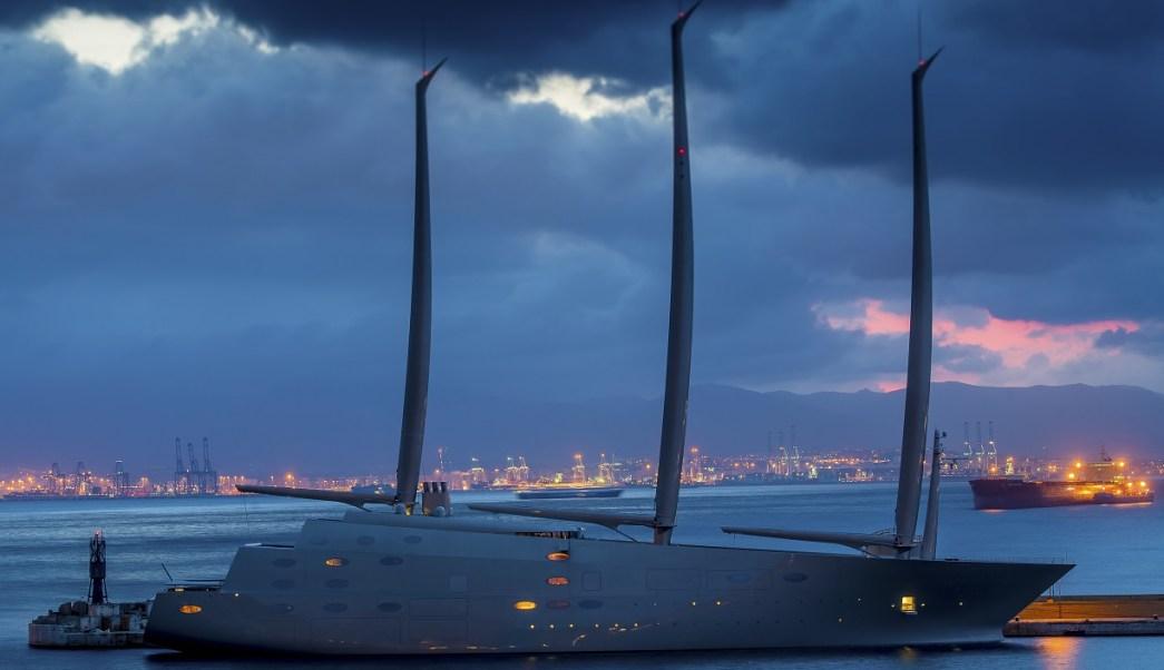 """El súper yate es descrito como """"el más avanzado y jamás construido"""". Mide casi 143 metros de longitud, con un tonelaje bruto de 12,600 (AP)"""