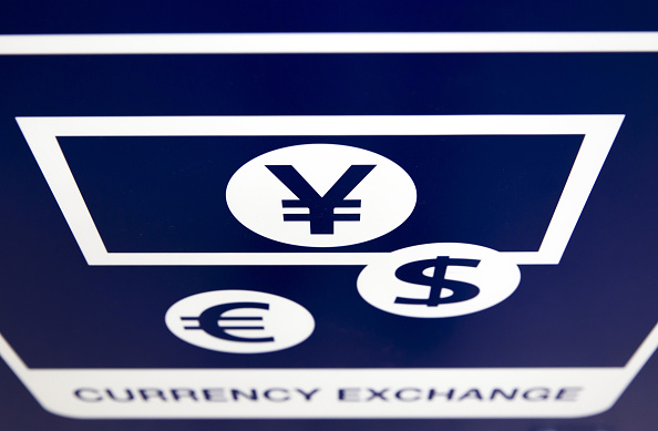 Imagen ilustrativa con el símbolo de las divisas yen japonés, el euro y el dólar estadounidense (Getty Images)