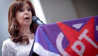 La expresidenta de Argentina, Cristina Kirchner, ofrece una conferencia en la casa de Portugal en Sao Paulo, Brasil. (Getty Images)