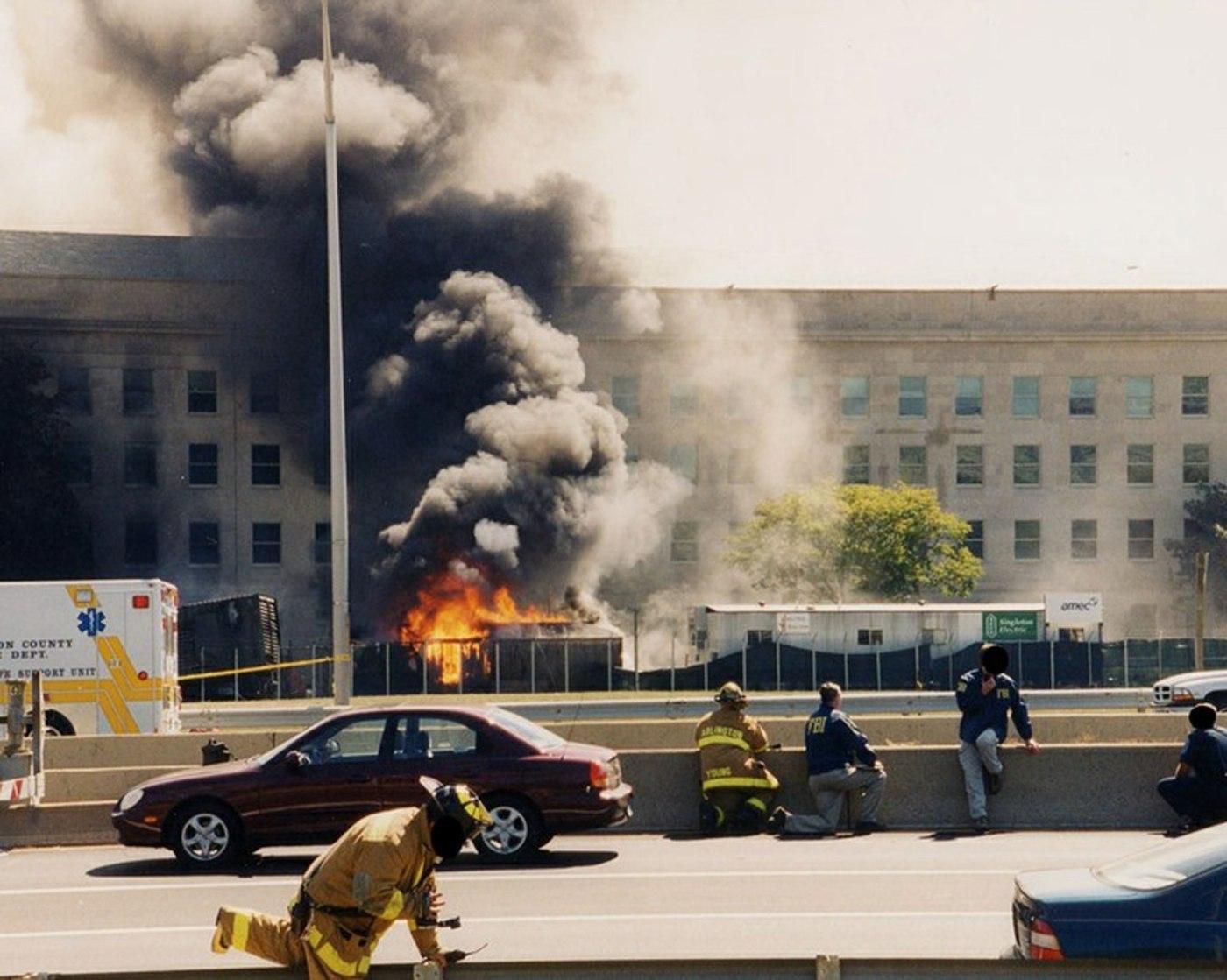 FBI ha distribuido una veintena de nuevas imágenes de la tragedia en el Pentágono. (EFE)