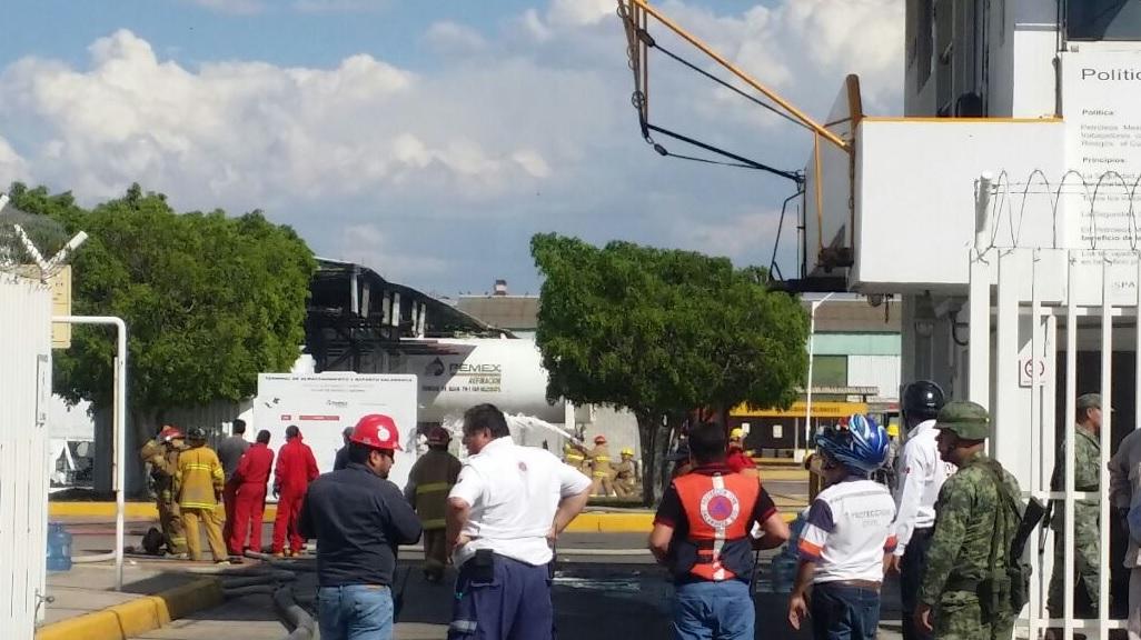 Suman 4 muertos por explosión en refinería de Salamanca: Pemex