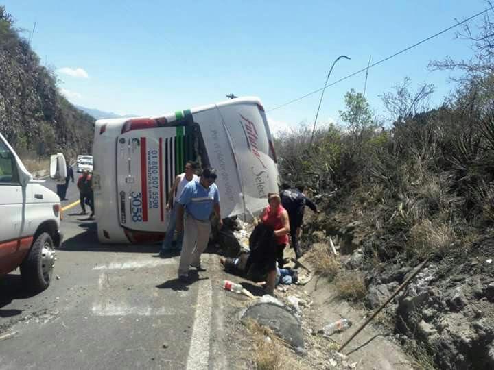 Se informó que 13 de las 17 personas que resultaron lesionadas fueron llevados a diferentes hospitales. (Noticieros Televisa)