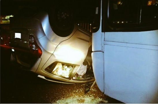 Auto vuelca sobre la autopista México-Puebla; al menos dos accidentes más ocurrieron en el Valle de México durante la madrugada (Twitter @alertasurbanas)