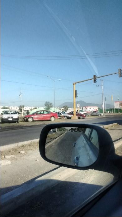 Choque en vialidades del municipio de Salinas Victoria, Nuevo León; regios desconocen los límites de velocidad (Twitter @danvicer)