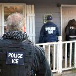 Agentes de ICE detuvieron a 26 inmigrantes en Texas.