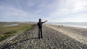 Se estima que el derrame de aguas residuales fueron 103 mil metros cúbicos y llegaron a las playas de California. (AP)