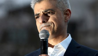 alcalde de Londres, Sadiq Khan, habla en Trafalgar Square, en Londres