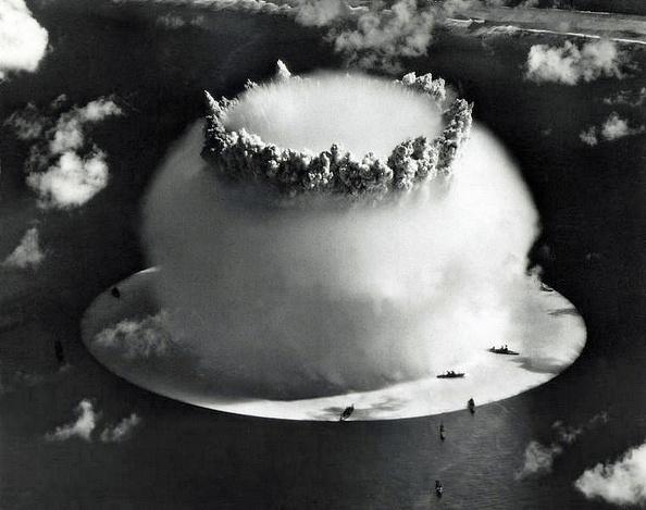 Algunas de las latas que contienen las cintas de las pruebas nucleares no habían sido abiertas en décadas.