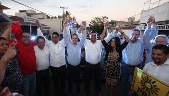"""Dirigentes del PAN y PRD durante el registro de Antonio Echevarría García como candidato a gobernador del estado de Nayarit por la Alianza """"Juntos por ti"""" (Twitter @RicardoAnayaC)"""