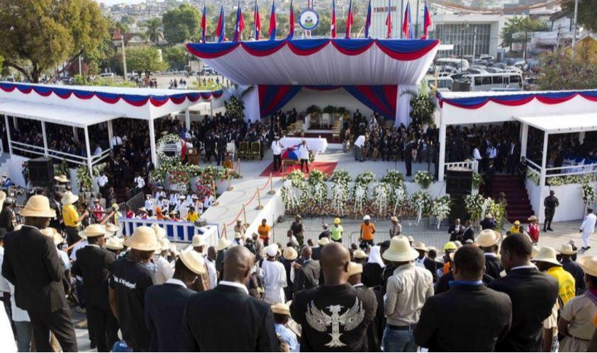 Haitianos dan el último adiós al expresidente René Préval