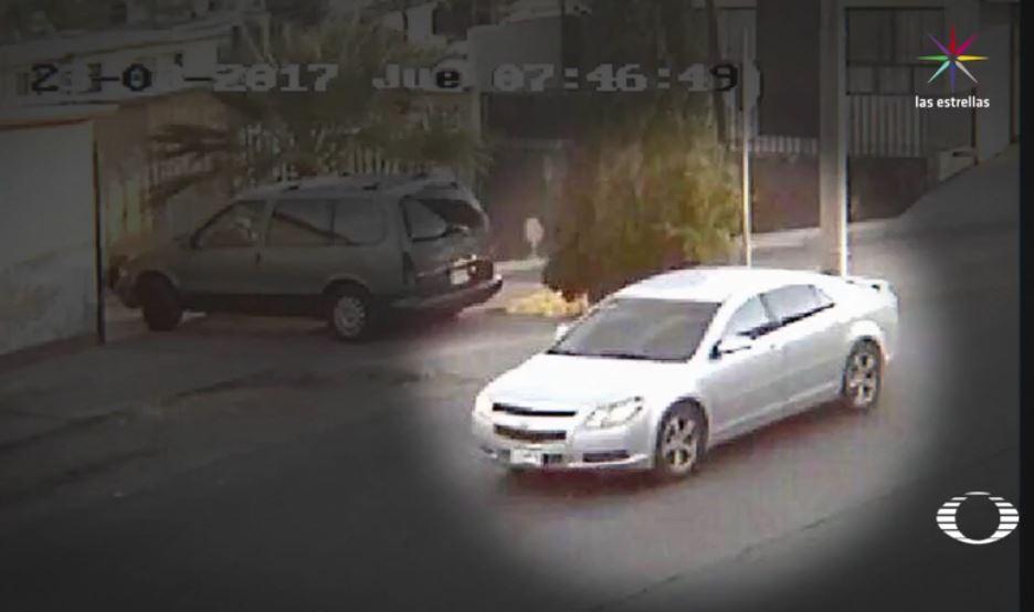 La Fiscalía de Justicia de Chihuahua difunde la fotografía de un automóvil gris que, se presume, fue utilizado por el asesino de la periodista Miroslava Breach y niega que exista algún sospechoso detenido vinculado al crimen. (Noticieros Televisa)