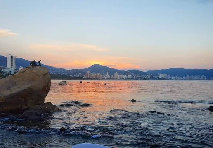 Atardecer en Acapulco. (Twitter @ZonaturAcapulco)