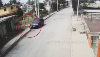 Alejandra fue internada en el Hospital de Especialidades de Zumpango con fracturas de cadera y pelvis; autoridades investigan a los tripulantes de la camioneta para determinar si se trató de un accidente o un intento de homicidio. (Noticieros Televisa)