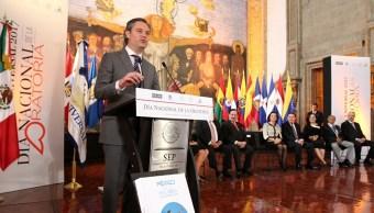 El titular de la SEP, Aurelio Nuño, encabezó un evento por el Día Nacional de la Oratoria.