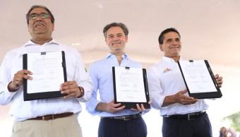 Aurelio Nuño encabezó la firma del Convenio de Colaboración INEA-Gobierno de Michoacán. (Twitter: @Silvano_A)