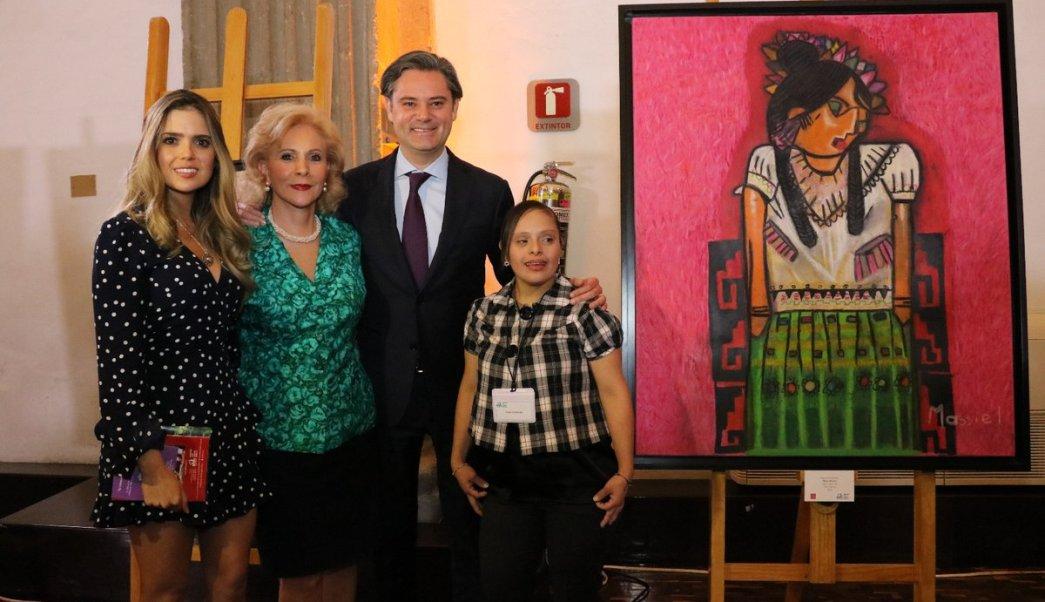 Aurelio Nuño inauguró una exposición de la fundación John Langdon Down A.C. en la SEP. (Twitter: @aurelionuno)