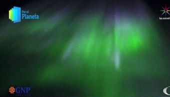 Aurora boreal que ilumina el cielo de Kaktovik, en Alaska (Por el Planeta/Noticieros Televisa)