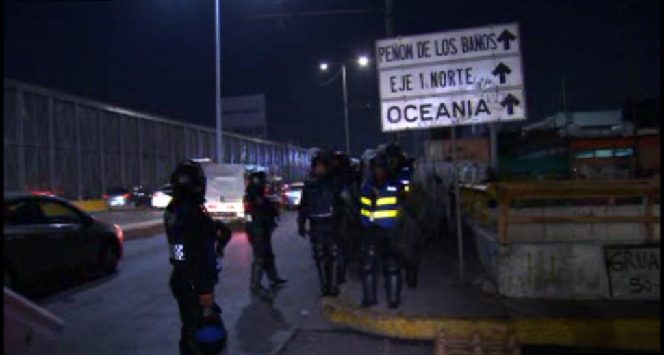 Tránsito en Río Consulado es afectado por una protesta a la altura de Peñón de los Baños; granaderos de la Ciudad de México retiran el bloqueo. (Noticieros Televisa)