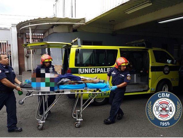 Una menor de 16 años con quemaduras, en estado delicado es ingresada a un hospital. ( @bomberosmuni)