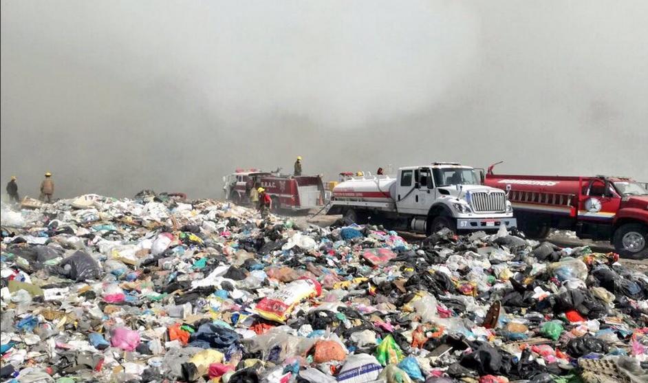 Incendio en vertedero municipal de Tala, Jalisco. (Twitter @PCJalisco)