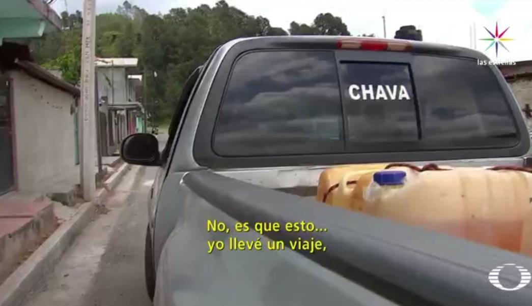 La camioneta estaba cargada con cinco bidones, de 50 litros cada uno, y tres, de 20 litros de gasolina robada. (Noticieros Televisa)
