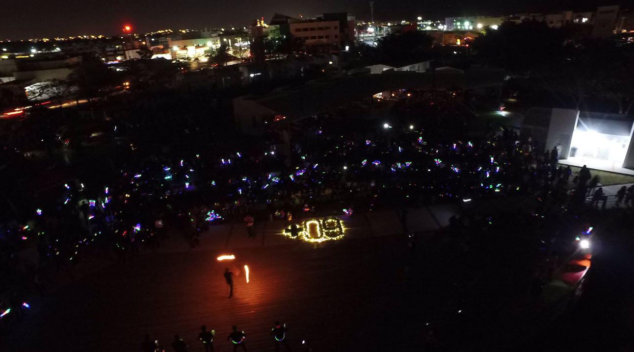 En Campeche, en el malecón de la ciudad se reunieron cientos de personas por la Hora del Planeta (Twitter @SEMARNATCAM)
