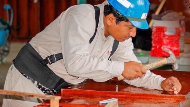 El oficio del carpintero es predominantemente masculino en México, pues 98 de cada 100 son hombres (Twitter @HS26_stprm )