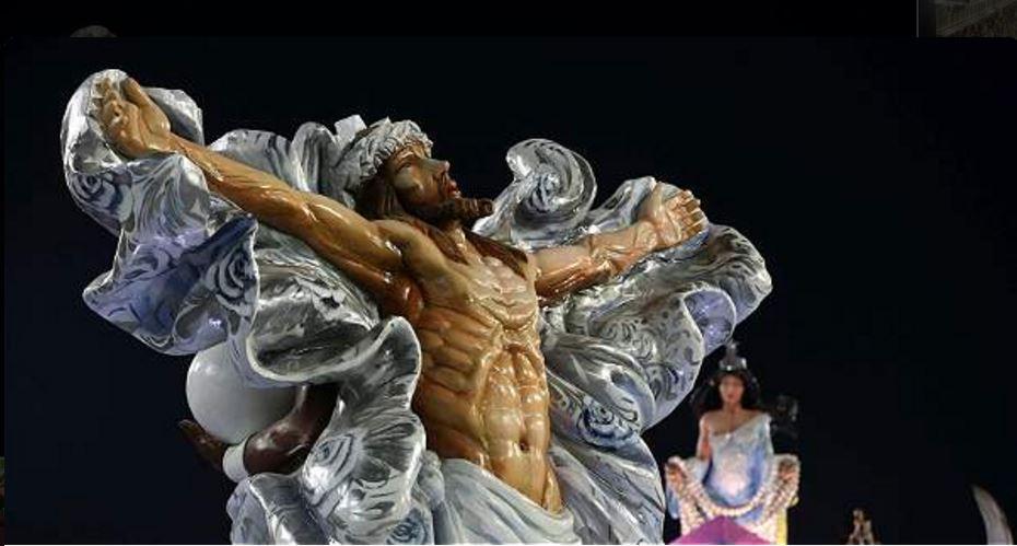 La escuela de samba Mangueira, que participa en el 'Desfile de los Campeones' del Carnaval de Río de Janeiro, retira una carroza en la que aparecía una figura de Jesucristo ante disgusto de la Arquidiócesis. (Redes sociales)