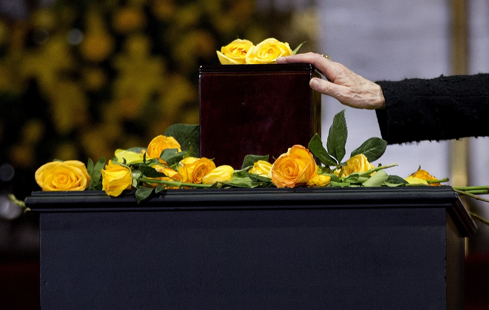 La urna que contiene las cenizas de Gabriel García Márquez, en el Palacio de Bellas Artes de la Ciudad de México, en 2014 (AP/archivo)