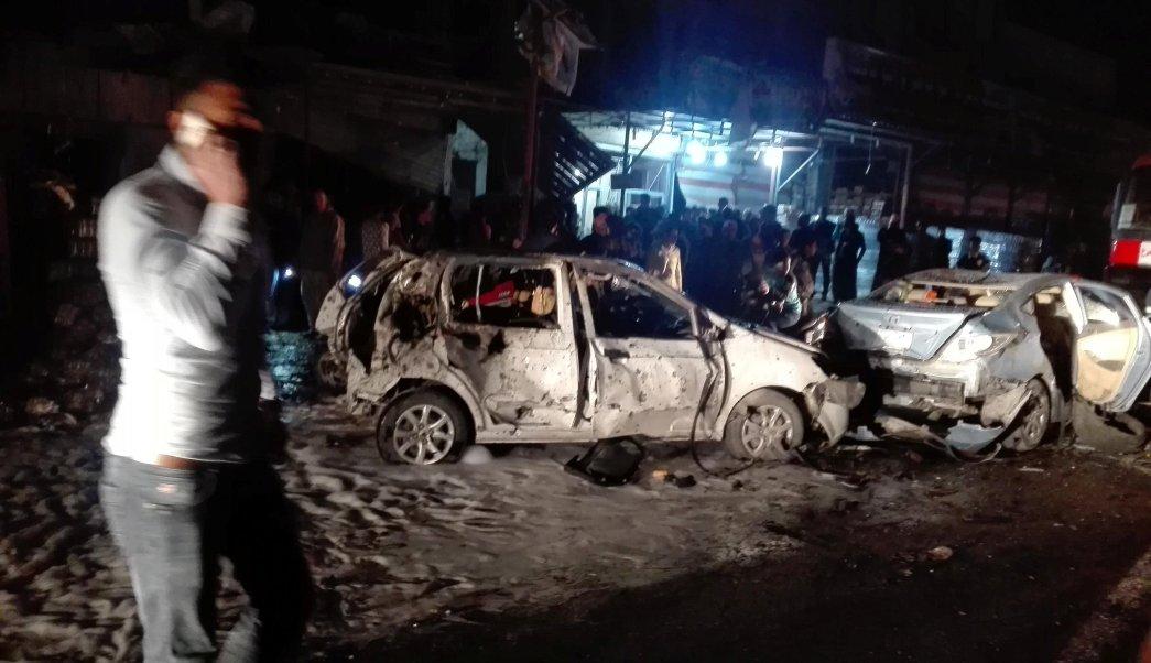 Autos destruidos tras la explosión de un coche bomba en el barrio de Amil, en la capital de Irak (Reuters)