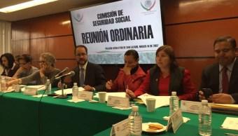 El presidente de la Consar, Carlos Ramírez, se reunió con la Comisión de Seguridad Social de la Cámara de Diputados (Twitter/@CONSAR_mx)