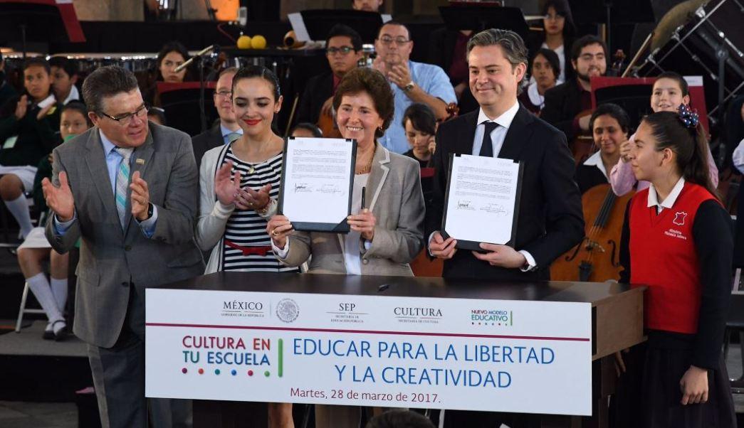 SEP presenta programa 'Cultura en tu escuela' (Twitter/@mcristina_gc)