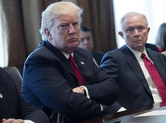 Donald Trump, presidente de Estados Unido, y el fiscal general, Jeff Sessions.