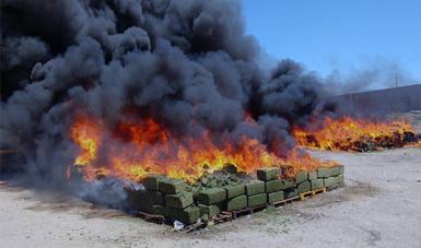 PGR incinera más de 17 toneladas de narcóticos en Culiacán. (@PGR_Sin)