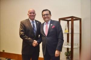 Ildefonso Guajardo, secretario de Economía de México, y Eduardo Ferreyros, ministro de comercio de Perú. (Twitter, @A_delPacifico)