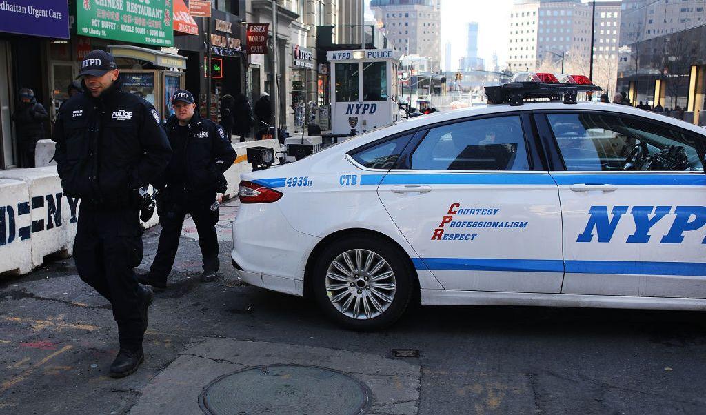 El Departamento de Policía de Nueva York desplegó agentes antiterroristas y perros entrenados para detectar explosivos en toda la ciudad.