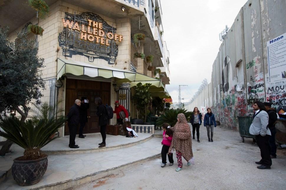 El hotel 'The Walled Off' estará abierto al público desde el próximo 11 de marzo. (AP)