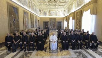 El papa durante encuentro con miembros de la Orden de los Clérigos Regulares Somascos. (EFE)