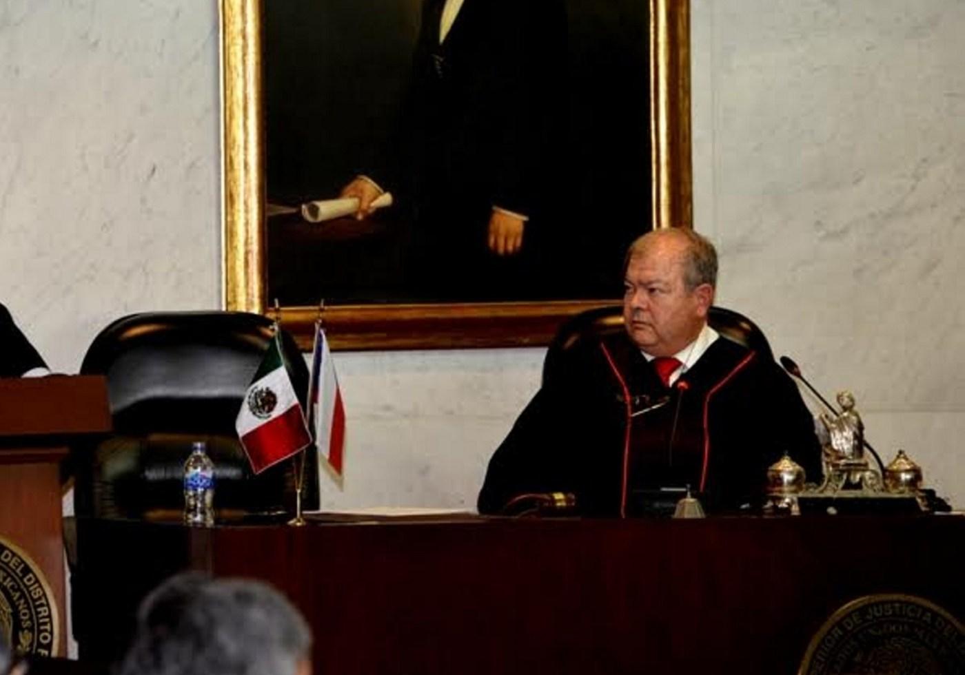Edgar Elías Azar participa en un evento; el doctor es postulado como embajador de México en Países Bajos (NTX, archivo)