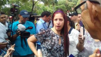 Elyangélica González, periodista de Radio Caracol, fue agredida por guardias venezolanos en Caracas. (@ElNacionalWeb)