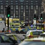 Servicios de emergencia de Londres responden a un ataque perpetrado en las afueras del Parlamento (Reuters)