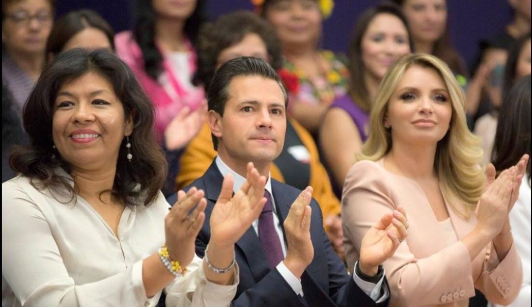 El presidente Enrique Peña Nieto encabeza la ceremonia por el Día Internacional de la Mujer. (Facebook-Presidencia)