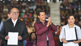 El presidente Enrique Peña Nieto atestiguó la firma del Acuerdo Nacional del Fortalecimiento de la Vivienda en el nuevo Auditorio Metropolitano de Tecámac.