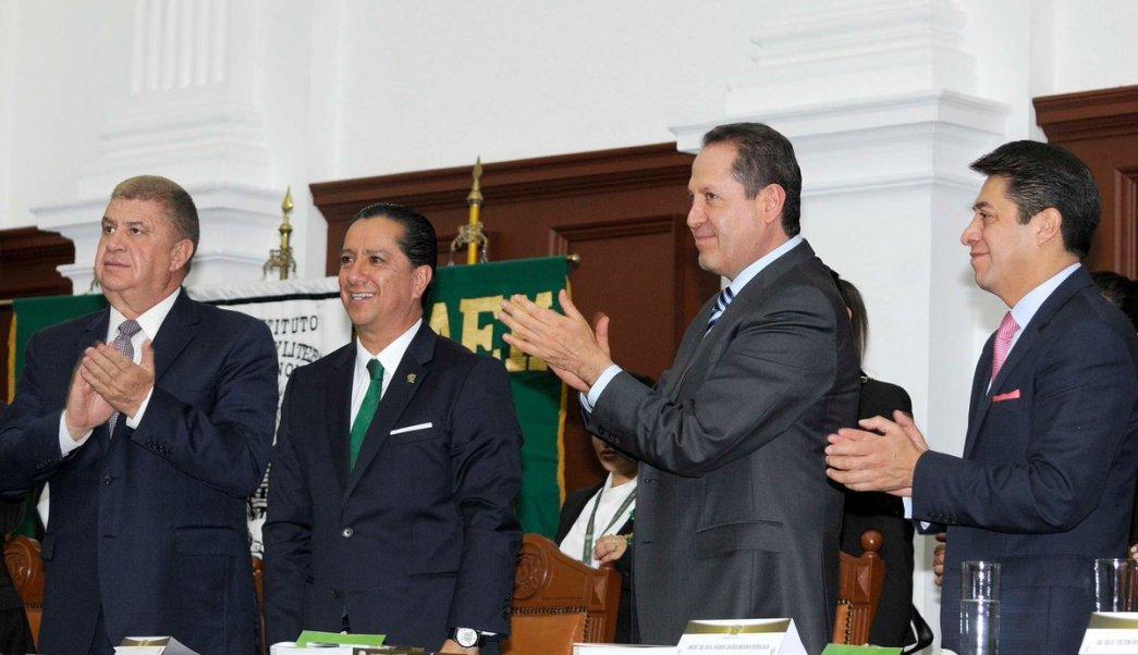 El gobernador Eruviel Ávila asistió al cuarto informe de trabajo del rector de la UAEM, Jorge Olvera García.