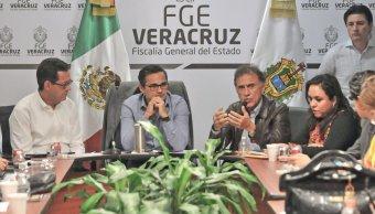 Establecen acuerdos Fiscalía de Veracruz, Segob y Gobierno local con grupo colectivos sobre cuerpos encontrados en la entidad. (Twitter @FGE_Veracruz)
