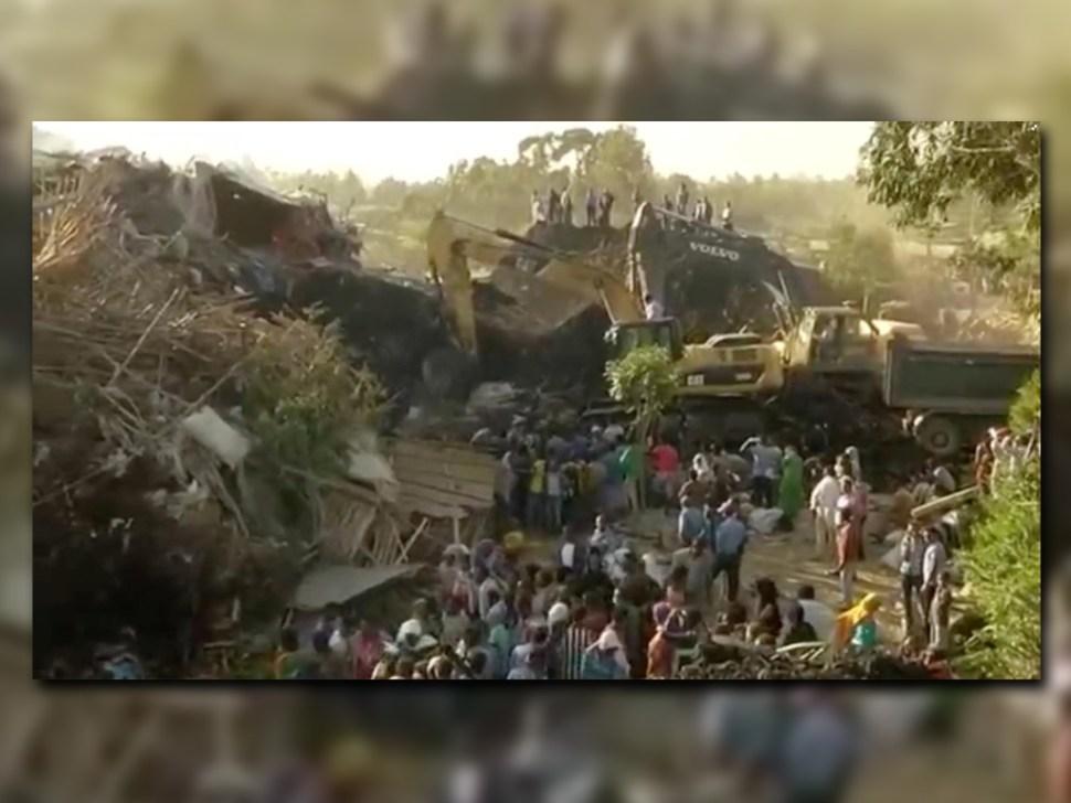 Excavadoras remueven escombros en basurero de Etiopía (Reuters)